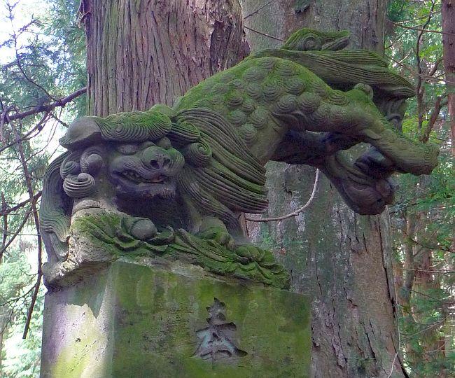 根宿の八幡神社の阿像